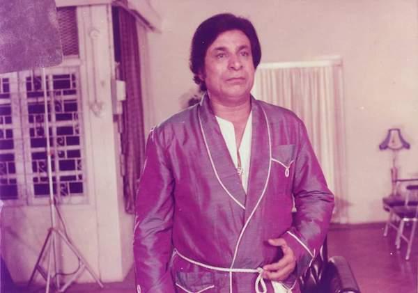 मोहब्बत को समझना है तो प्यारे ख़ुद मोहब्बत कर: स्मरण शेष, 'कादर खान'